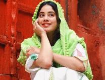 Janhvi Kapoor Having Fun With Her Friends In Varanasi
